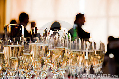 champagne-glasses-party-21961259